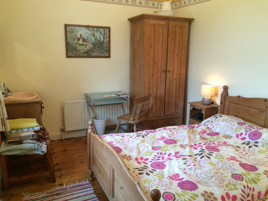 Your room with double bed, wardrobe, desk, own sink - quiet with a peaceful view