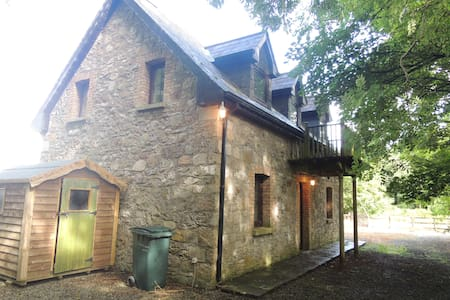 Charming Lake Side Cottage in Mayo - Castlehill - Huis