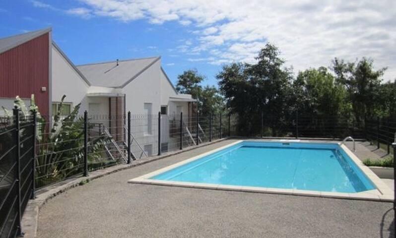 Appartement 10mn lagon de St leu, piscine, 4 pers