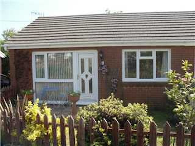 Holiday bungalow near Mumbles on Gower Coast - The Mumbles - Cabana