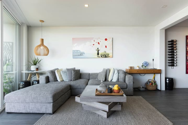 Stunning Waterfront Apartment in Manly