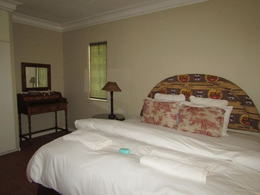 Double Bed can be separated into two singles. 4a