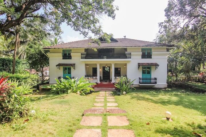 Entire India-Portuguese house in an Island in Goa
