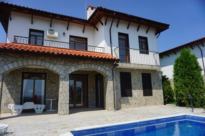 5 bedrooms / Sleeps 10 - Villa Kalina, Kosharitsa