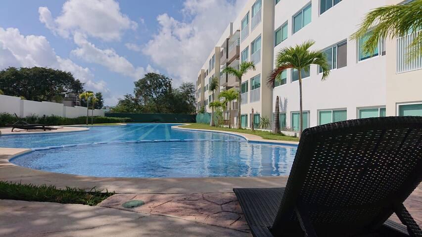 Quiet room, 3 big pools, security, 1km beach club