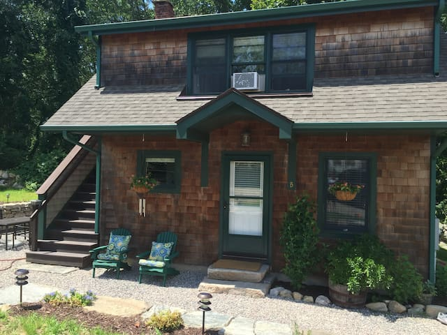 2 ocean view cottages on 4 acres