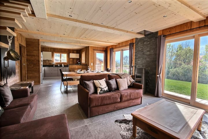 CHALET WITH VIEW ON THE MOUNTAINS-SAUNA AND JACUZZI-10PEOPLE-ENOUCK