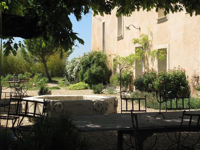Logement privatif de charme dans mas provençal
