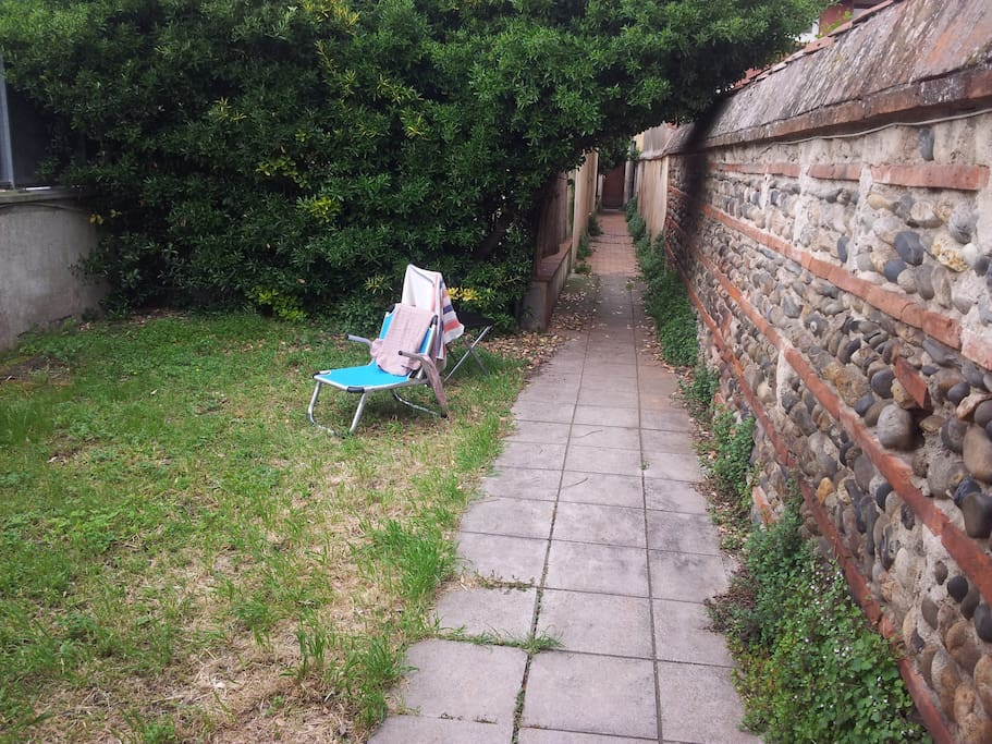 Jardin sans vis à vis en fond de coure