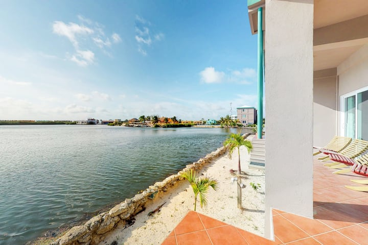 Lagoon-front, ground-level condo w/ WiFi, AC & shared pool - near the beach!