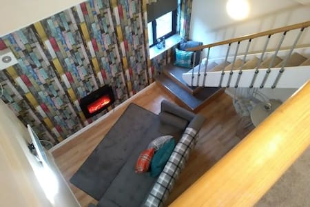 Private Apartment, great value, great location - Pontypridd - Byt