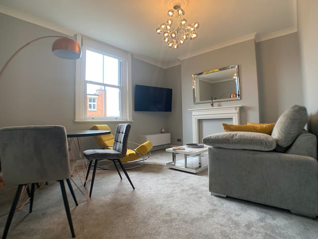 Stylish town centre flat 10 minute walk to beach