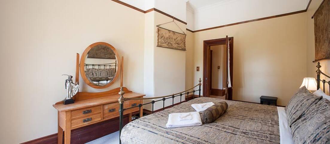 Fellworth House - Room 4 (Shared Bathrooms)