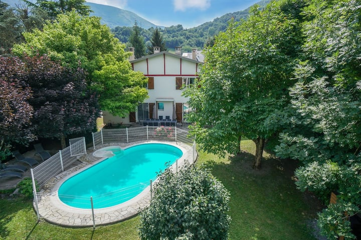 Grand gîte St-Lary centre 15 pers o6 47 55 63 73