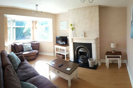 3 BD Family House with Large Garden - Brough - House
