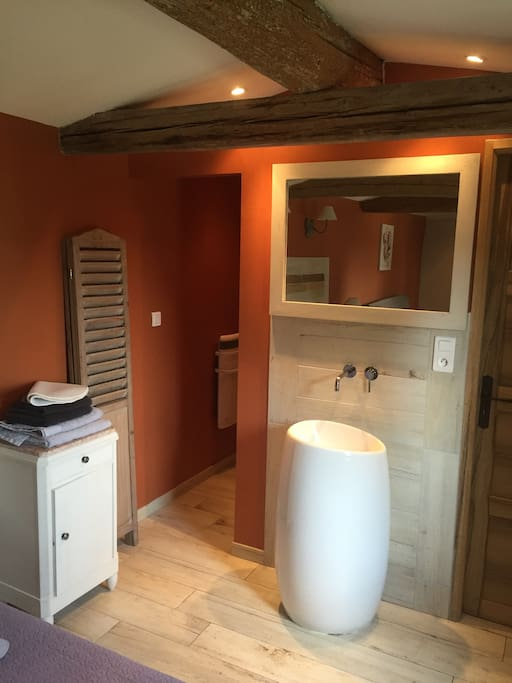 Mas guiraud chambre confort n 2 bed breakfasts for for Beaucaire piscine