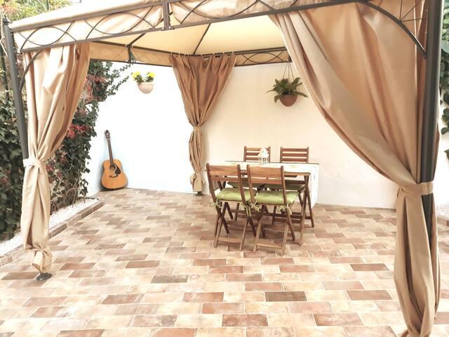 Casa con jardín patio San Pantaleo Costa Esmeralda