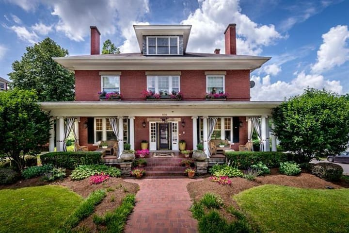 DERBY and KEENELAND Ready Luxury Home - Danville - House