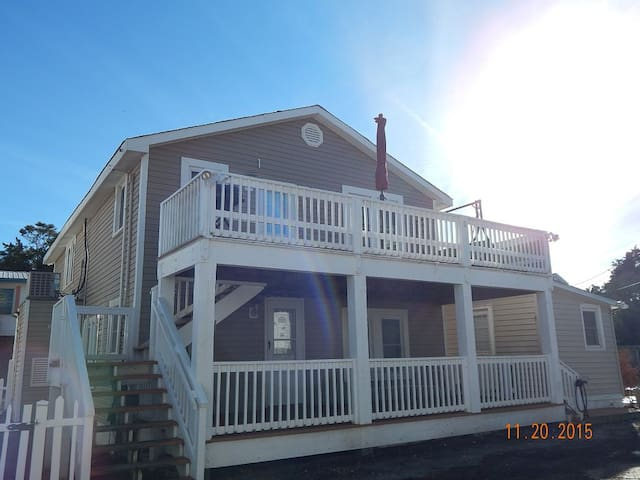Cherry Grove Beach Cottage Upstairs - North Myrtle Beach - Maison