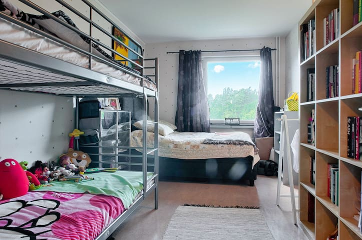Single bedroom / cama - Botkyrka - Apartamento