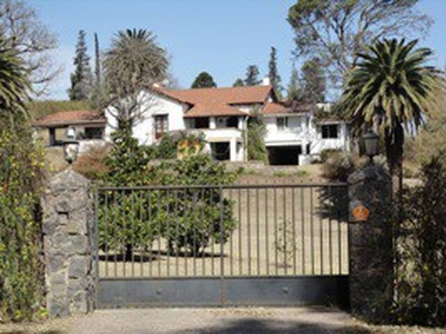 Casona Alquiler- Frente al Golf VA - Villa Allende