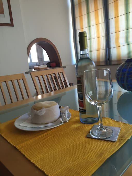 Dining area: full dinnerware set available