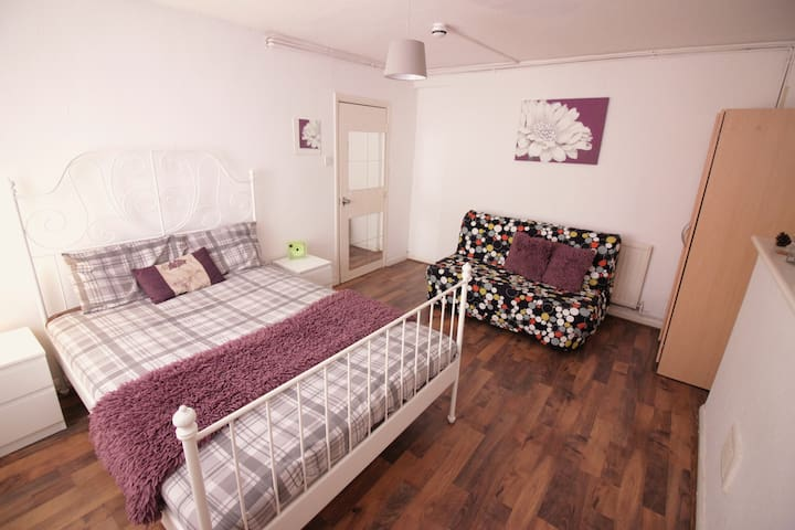 (4AFORD-1) PRIVATE ROOM FOR 4PPL NEAR TOWER BRIDGE