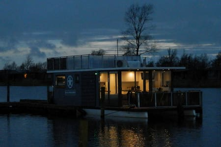 Perfect little getaway on the water. - Anjum - Vaixell