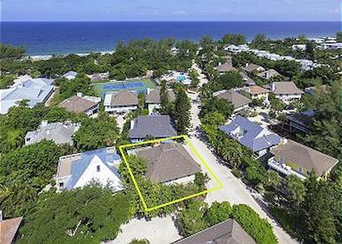 34 Sunset Captiva  2 Bedroom / 2 Bath House