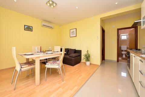 Apartment Mate 1