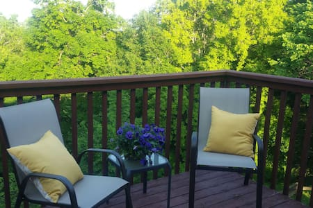 2 Room Suite 850sqft & Private Deck - Watertown - Dom