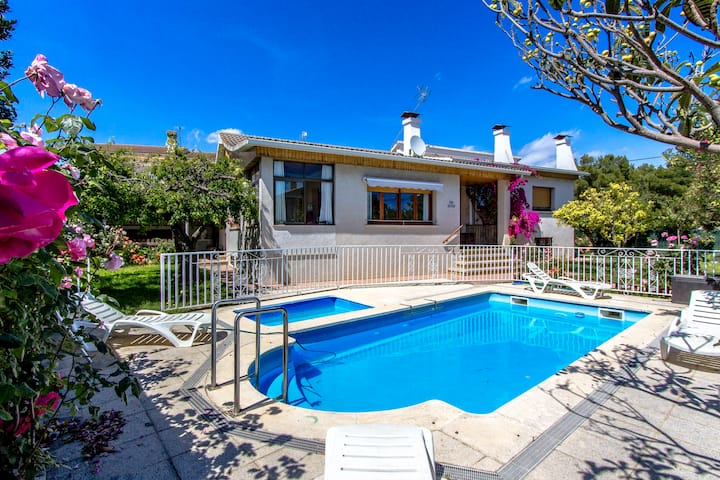 Catalunya Casas: Marvelous Villa Cambrils, only 2 km from the beach!