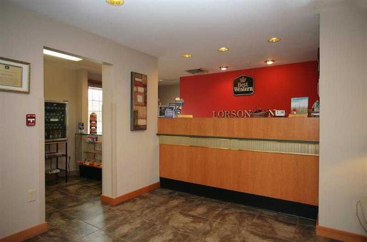 ☻♕✪ Gratifying Room Two Double Beds Non Smoking At East St. Louis ☻♕✪