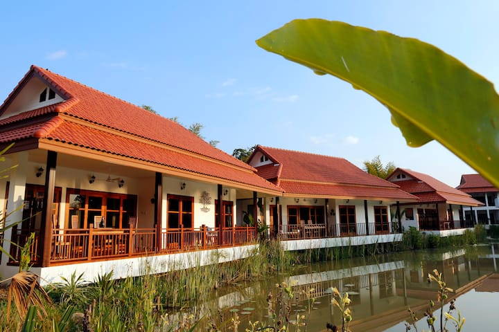 Lake view Villa w/1BR & 2 BA.  一卧室湖景别墅,周围环境宁静自然