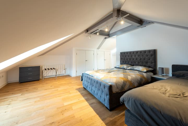 Large and Luxurious Loft (BR3 II)