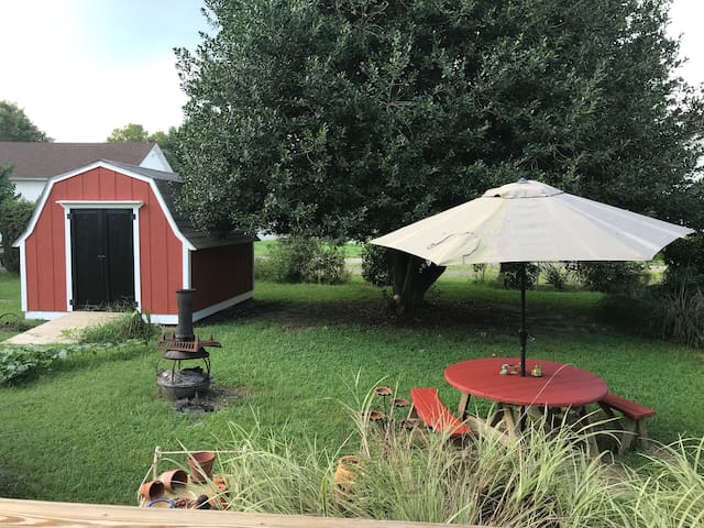 Backyard space - Urban Camping bring a tent or RV