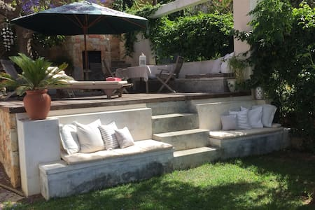 Sunny Garden Apartment with Sea View in Fresnaye - ケープタウン - アパート