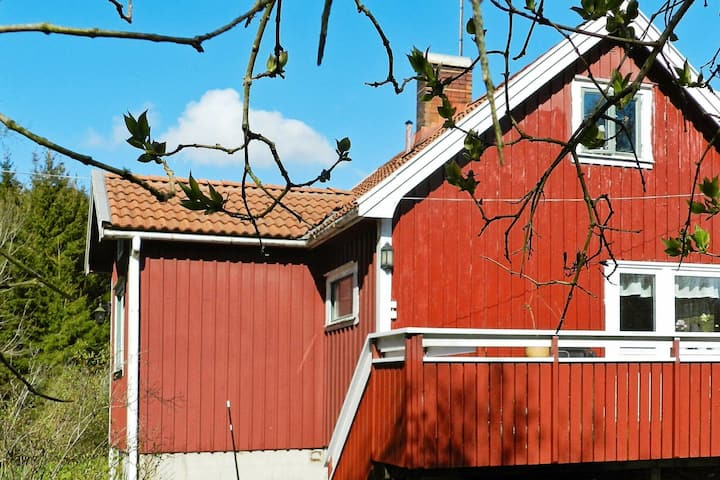6 person holiday home in LYSEKIL