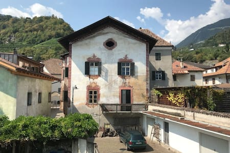 Historischer Ansitz Thalerhof im Zentrum von Lana