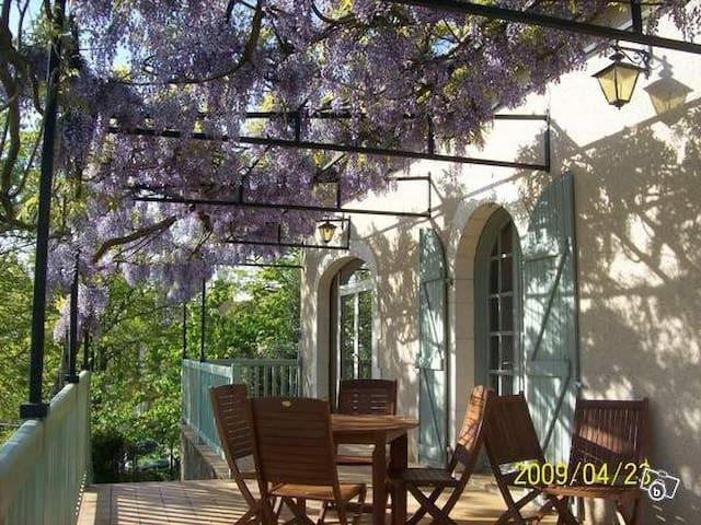 Entre vignoble et ville - chambre - Cahors - Hus