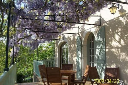 Entre vignoble et ville - chambre - Cahors