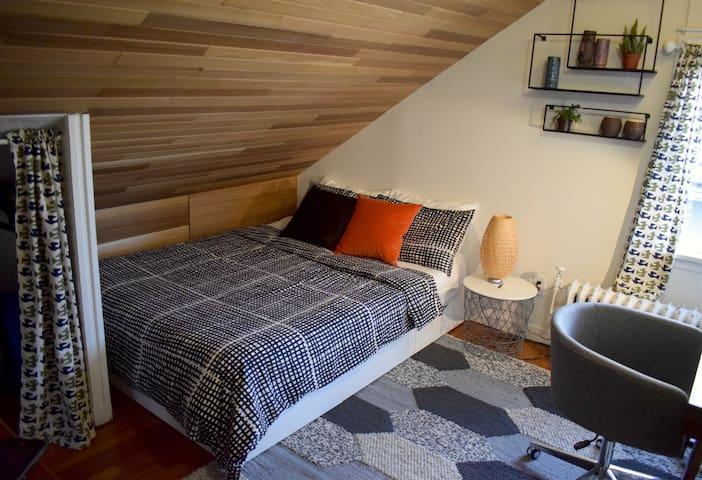 Cozy Character Fraserview 1 Bedroom Upper Level