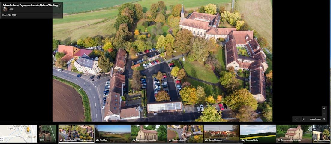 Draufsicht Haus + Wallfahrtskirche Seminarzentrum + Klosterschänke