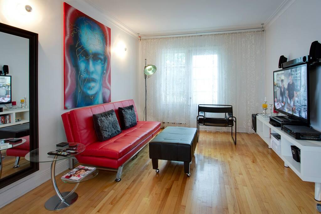 Salon avec Télé / Living Room with TV