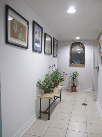 Quiet & Cozy 1Bedroom Apartment on the Subway line - Toronto - Apartamento