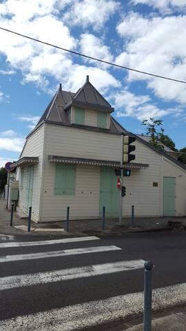 Petite maison de ville - Сен-Дени - Дом