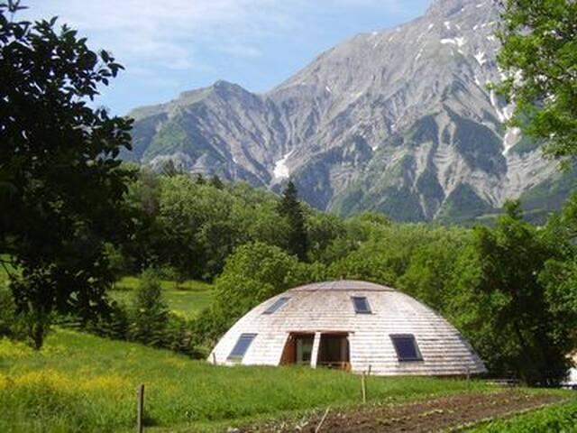 chambres d'hotes dans maison écologique rotative - Saint-Firmin - Hospedaria