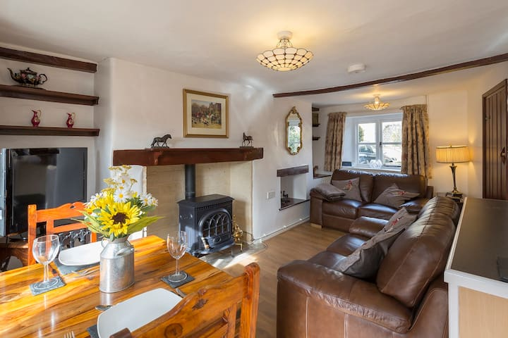 Forsythia Cottage Sleeps 3 & 1 inf (cot provided) - Bourton-on-the-Water - Casa