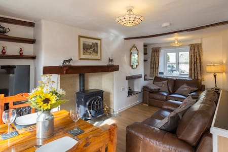 Forsythia Cottage Sleeps 3 & 1 inf (cot provided) - Bourton-on-the-Water - Hus