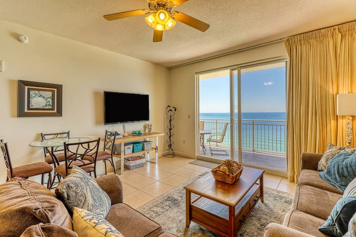 Well-equipped waterfront condo w/ a full kitchen, shared pool, & beach access